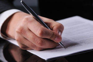 Новый закон об электронных подписях. Стоит ли отказываться от бумажных договоров